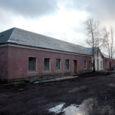 Kuressaare linnavalitsus loodab lähiajal sõlmida firmaga Fibera Grupp OÜ lepingu, mille kohaselt peaks järgmise aasta esimesel poolel Aia tänava endise sõjaväeosa staabihoonesse valmima seitse sundüürnikele mõeldud üürikorterit.