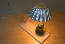 Aare Martinson avas teisipäeval Kuressaares näituse isetehtud lampidest
