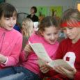 Aastal 2000 palus Saare vene selts Kuressaare kunstikoolilt abi lastekunstinäituse konkursi korraldamisel. Tookord oli sponsoriks Peterburi kirjastus Detski Mir ja sealt tulid ka auhinnaraamatud.