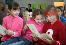 """Eile tunnustati Kuressaare kunstikoolis näituse """"Lapse maailm"""" parimaid"""