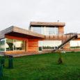 Kuressaare linnavalitsus valis eelmise aasta parimaks uusehituseks Videviku tänaval asuva eramu, mille on projekteerinud Raivo Kotov  arhitektuuribüroost KOKO Arhitektid OÜ.