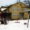 Läinud reedel külastasid Kuressaaret sotsiaalministeeriumi esindajad, et alustada läbirääkimisi Kuressaare väikelastekodu munitsipaliseerimiseks ehk siis üleandmiseks Kuressaare linnale.