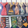 Saaremaa ühisgümnaasiumi esimesel korrusel on avatud lipsude ja nööpide näitus, mille eksponaadid pärinevad kooli õpetajate erakogudest – lipsud on pärit füüsikaõpetaja Indrek Peili ja nööbid kooli emakeeleõpetaja Sirje Kreismani kogust.