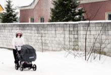 Kõnniteeta tänaval on lumes ohtlik sumbata