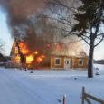 Eile hommikul Pöide vallas Välta külas puhkenud tulekahjus hävis elumaja. Inimesed õnnetuses vigastada ei saanud, tules hukkus koer.
