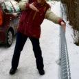 Hirm trahvi ees on pannud inimesed lõpuks ometi kõnniteid lumest ja jääst puhastama, kuid osa kõnniteid, mis kuuluvad linnale, on jäänud korrastamata.