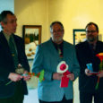 Reedel avasid Raegaleriis ühisnäituse kolm harrastuskunstnikku Aare Martinson (50) Kuressaarest, Pentti Väänänen (50) Janakkalast ja Pertti Parkkinen (60) Vammalast. Sarnaste kunstihuvidega mehed on tuttavad juba üle 10 aasta.