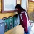 Oma Saare lugejad on pahased, miks jõuab ajaleht nende postkasti nii hilja (kas hilisõhtul või hoopiski järgmisel päeval) või jääb mõni lehenumber hoopiski saamata. Raha maksnud tellija nördimus on põhjendatud, sest ei ole normaalne, kui Töö tänava eramu postkastis veel kell 20 Oma Saart ei olnud ja Smuulis elav lugeja leidis ajalehe oma postkastist alles õhtul kell 22.30.