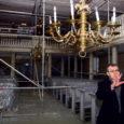 Sel nädalal paigaldati EELK Kuressaare Laurentiuse kirikusse tellingud ning algas kiriku remont. Eile toimetas kirikus ka orelimeister Hardo Kriisa, kes monteeris lahti 125-aastase Saueri oreli korpust.