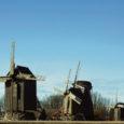 Leisi vald hoiab jätkuvalt päevakorral ideed ehitada Kuressaare–Leisi maantee ääres asuva Angla tuulikute ansambli lähedale üks töötav tuulik.  Leisi vallavanem Ludvig Mõtlep ütles Oma Saarele, et vald ise praegu tuuliku ehitamiseks kulutusi teha ei soovi, küll aga ollakse valmis liituma mõne turismialase koostööprojektiga.