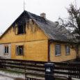Kuressaare linnas Piiri tänaval röövis tulekahi laupäeva öösel kahe mehe elu. Samas põlengus kannatada saanud naine viidi haiglaravile. Elumajas, kus õnnetus juhtus, hävis osaliselt sisustus ja katus ning hoone sai suitsu- ja veekahjustusi.