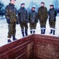 Võru külje all asuv Kuperjanovi pataljon on tuttav paljudele Saaremaa noortele meestele, kes seal aega teenimas on käinud. Vähesed teavad aga, et huvilistel on võimalik väeossa ka päevaks-paariks või isegi nädalaks külla minna, et vabatahtlikult sõdurileiba maitsta. Grupp tudengeid proovis võimaluse järele ja loobus 24 tunniks tsiviilelust.