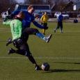 FC Kuressaare läks laupäevases Eesti jalgpalli meistriliiga kohtumisel Viljandi Tulevikuga püüdma esimesi punkte. Väljakult tuli lahkuda jällegi nullipoisina. Janek Meeti supervõimalus penalti näol lendas minut enne mängu lõppu üle vastaste värava.