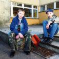 """Üleriigilisel noorte leiutajate konkursil """"Muuda koolielu paremaks!"""" võitsid Leisi keskkooli õpilased Rander Süld ja Joonatan Humal keskmises vanuserühmas oma elektrilise jalatsipuhastajaga peaauhinna."""