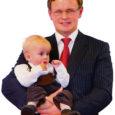 19. aprilli Eesti Ekspress oli pühendatud Eesti rikastele – ajaleht avaldas oma iga-aastase 500 nime sisaldava Eesti suurimate dividendisaajate edetabeli ning kuhjaga lugusid Eesti jõukuritest. Kuna dividend on see osa ettevõtte kasumist, mis aktsiate omanikele perioodiliselt välja makstakse, ei leidu selles tabelis nende varakate inimeste nimesid, kes teenitud kasumi välja võtmata jätsid.