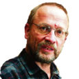 """Pronksmees ei """"kollitanud"""" Eestit kaua, isegi Tallinnas see unustati. Selle taas probleemiks muutumisel oli kindlasti osa sündmustel, mis vallandusid möödunud kevadel. Kuid katastroofi, mille hind on kolossalne, käivitajad pole ei Jüri Liim ega Vladimir Lebedev, vaid egoistlikud ja ennasttäis poliitikud. Vene vähemuse hullunud ja kive pilduvaks massiks muutmise taga on võimendunud protsessid, mida populismil ratsutavad poliitikud ei tahtnud näha."""