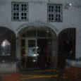Reede varahommikul kell 05.09 sai häirekeskus teate tulekahjust Kuressaare kesklinnas asuvas Vaekoja pubis – kahekorruselise hoone baariruumid said tules tugevaid kahjustusi, kogu pubi koos abiruumidega sai suitsu-, kuuma- ja veekahjustusi. Tulekahju põhjuse selgitab ekspertiis.