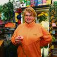 Möödunud nädalal sai Kuressaare bussijaama lillepoe omanik Kristi Ellart ehmatuse osaliseks, kui ta hulgilaost saadetud nelgipakki lahti harutades avastas lillede vahelt välja roomava tundmatu paarisentimeetrise putuka.
