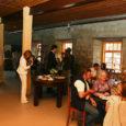 Kunagises nahaparkimistöökojas asuv restoran hõlmab kohvikut, mahetooteid müüvat poodi ja avaramat restoraniosa.