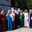 Iga päev toob lähemale traditsioonilise suveürituse – Kuressaare lossi päevad, mis toimuvad 6.–8. juulini. Tänavused lossipäevad muudavad teatraalsemaks Narva Muuseumi ajaloolise kostüümiteatri liikmed, kes Kuressaares etendusega üles astuvad.
