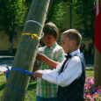 Eile kell 11 avati Kuressaare kesklinnas X noorte laulu- ja tantsupidu sümboliseeriv ilmapuu, mida värviliste lindikestega ehtisid pealinna peole minevad laulu- ja tantsulapsed.