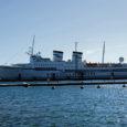 Laupäeva hommikul kell 9 sildus Saaremaa sadamas Soome lipu all sõitev 150 reisijakohaga ristluslaev Kristina Regina (pildil), avades tänavuaastase kruiisilaevade külastushooaja.