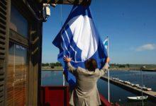 Eile heisati Kuressaare ja Roomassaare sadamas sinilipp