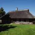 Enam kui kolmesaja aastane Mihkli talu Viki külas, mis on 48 aastat külamuuseumina tegutsenud, võidab üha enam populaarsust nii saarlaste kui ka arvukate turistide hulgas.