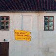 """29. maist 1. juunini toimunud VIII Kiievi rahvusvahelisel reklaamifestivalil võitis Saare Finantsi Lihtsa Laenu reklaam pronksi. Reklaamiagentuuri Leo Express esitatud töö """"Pole akent?"""" rippus mitu kuud Kuressaares Ruubi poe seinal."""