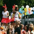 Reede oli Kuressaares sambapäev. Linna vallutas terveks tunniks sambarongkäik ning hiljem kõlasid särtsakad ladina-ameerika, aga ka popi, hip-hopi jt muusikastiilide rütmid Kuressaare spordikeskuses, kus tantsutrupid üle Eesti näitasid kokku 22 kava.