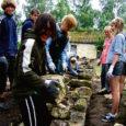 Pidula mõisa restaureerimistöödel on abiks Tallinna õpilaste töömaleva 14-liikmeline rühm.