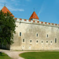 Reede, 6. juuli Kell 18 Kuressaare lossi öö avasõnad Lossihärralt ning avapauk suurtükist Kotkas linnuse peasissekäigu ees. Kell 18–19 ja 20–21 toimuvad ekskursioonid lossivallidel Tõnu Sepa juhendamisel. Kell 18.30–20 kirdetiiva […]