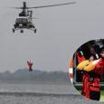 Möödunud reedel paadiga Orissaare kandis merele läinud ning üle parda kukkunud Evi Männiku päästmiseks kutsuti kohale piirivalve lennusalga helikopter koos pinnaltpäästjaga, kes suutis kohaliku merendusõppe koordinaatori edukalt pardale toimetada.