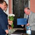 Eile anti Kuressaare lossis pidulikult üle Eesti Muinsuskaitse Seltsi teenetemedal saksakeelse saarluse edendajale Wolfgang von Szeliga-Mierzeyewskile.