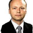 Et valget massiivset treppi pidi Rain Sanniku kabinetti jõuda, tuleb mööduda kõigist Eesti Vabariigi siseministrite portreedest. Rain töötab juba kuuendat aastat siseministeeriumi õigusosakonna juhatajana ja tema laualt käib läbi enamik Eesti siseasju reguleerivaid seadusi enne, kui need poliitikute silme ette jõuavad.