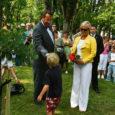 President Toomas Hendrik Ilves istutas eile pärastlõunal Kuressaares viibides lossiparki tamme ning külastas koos saatjaskonnaga sepi-, klaasi- ja savikoda.