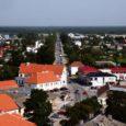 """Kuressaare linnavalitsus kinnitas eile riigihanke """"Tallinna tänava rekonstrueerimine"""" võitjaks AS-i Teede REV-2 ja OÜ Klotoid ühispakkumuse summas 1 782 657,36 eurot koos käibemaksuga. Linn on kavandanud peatänava uuendamiseks 1,58 miljonit […]"""