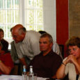 Oma eilsel istungil lükkas Kuressaare linnavolikogu järjekordselt edasi alkoholi jaemüüki reguleeriva määruse muutmise. Seda põhjusel, et linnavalitsus esitas omapoolsed parandusettepanekud liiga hilja. Alkoholi jaemüüki reguleeriva määruse muutmise arutelul põrkusid eilsel innavalitsuse istungil kaks erinevat lähenemist.
