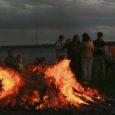 Üheksa aastat tagasi Virumaalt Ebaverest alguse saanud traditsiooni kohaselt süüdatakse homme, Lennart Meri 86. sünniaastapäeval taas lõkked Suure Lennu kaare trajektooril Ebaverest Kaalini. Kaali meteoriidikraatrit pidas kirjanik ja hilisem Eesti […]