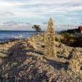 Inimkätega randadesse rajatavad kivitornid on looduskaitsjate sõnul taunitavad, kuna tegu on mereranna reostamise ja varisemisohtlike objektidega. Seadusandlus on selles valdkonnas aga reguleerimata.