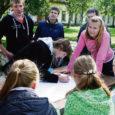 29.–30. augustil sai Kipi-Koovil teoks Kuressaare gümnaasiumi kümnendike traditsiooniline suvekool. Hoolimata vihmasest ilmast oli meid kokku tulnud ligikaudu 200. Juba bussis vahetati esimesi muljeid ja soetati uusi sõpru.