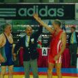 """Veteranmaadleja Olev Kiirend tuli teist korda omaealiste maailmameistriks, alistades Ungaris Szombathelys toimunud tiitlivõistlustel kõik vastased. Kuni 76-kiloste vanuseklassis 56+ maailma parimaks kreeka-rooma maadlejaks tunnistatud 58-aastane Kiirend ütles Oma Saarele, et eriline üllatus tiitlivõit talle ei olnud, kuigi loos tõi talle kerged vastased. """"Oleksin kõik mehed seal ära võitnud,"""" rääkis Kiirend, kes tuli maailmameistriks ka 2000. aastal, kuid järgnevatel aastatel on leppinud viiendate kohtadega."""