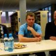 """Neljapäeva õhtupoolikul esitles jalgrattaklubi Viiking Saaremaa keskraamatukogus värskelt ilmunud trükist """"Vastutuult ja ülesmäge"""", mis annab ülevaate Saaremaa velotuuride poolesajandi pikkusest ajaloost."""