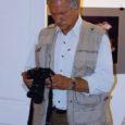 """Kuressaare Raegaleriis avati laupäeval uus näitus. Maailmas palju rännanud ja läbi fotosilma, filmikaamera ning kirjasule nii mõndagi jäädvustanud Ivars Silis (pildil) tõi Kuressaarde oma fotonäituse """"Minu avar valge maailm – […]"""