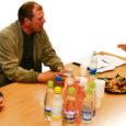 Kärla vallavolikogu sotsiaal- ja tervishoiukomisjoni esimees Jaanika Rikko kutsus 6. septembriks kokku ümarlaua, et arutada probleeme, mis on tekkinud koduõe-hooldustöötaja Inga Adamsoni vallavalitsuse palgale võtmisega.
