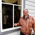 Reede hommikul avastasid Kuressaares asuva Pallopsoni äri töötajad, et nende kaupluse aknaklaas on lõhutud.