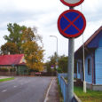 Kuressaare linnavalitsuse liikluskomisjon ei näe võimalust toetada Karja 3 kinnistu omaniku Margus Birkenfeldti ettepanekut paigaldada Karja ja Uue tänava ristmikule nn lamav politseinik ning muuta Karja tänav taas peateeks.