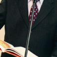 """Neljapäeval avas Tšehhi Vabariigi suursaadik Miloš Lexa Kuressaare kultuurikeskuse saalis näituse Jan Ungradi illustratsioonidest, mis on loodud Marek Tomani raamatule """"Saaremaad vallutades""""."""