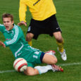 Esiliiga üleminekumängude ohus siplev FC Kuressaare meeskond ei saanud hakkama ülesandega alistada valitsev Eesti meister ning pidi vaatamata südikale mängule kodus vastu võtma 0 : 3 kaotuse Tallinna Levadialt.