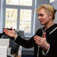 Täna annab Eesti vabariigi president Toomas Hendrik Ilves Kadrioru lossis üle selleaastased presidendi kultuurirahastu hariduspreemiad. Kolme preemiasaaja hulgas on ka Lümanda põhikooli direktor ja bioloogiaõpetaja Tiina Talvi.